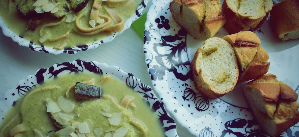 Zupa brokułowa z dodatkiem trzech serów i bakłażana (do słoików ;) )